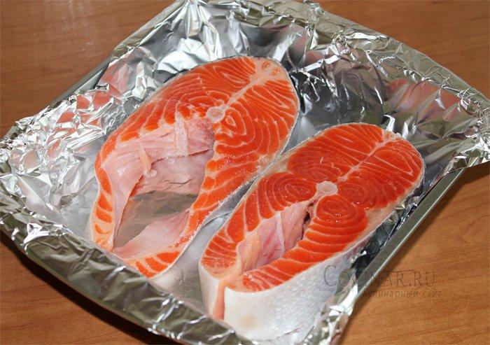 как запечь стейк лосося в фольге в духовке