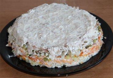 Салат с тунцом и маринованными огурцами