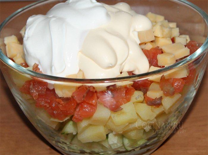красной картофеля и рыбы из Салат