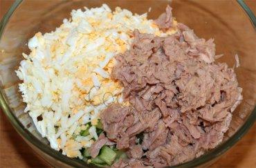 Салат с тунцом и консервированной фасолью