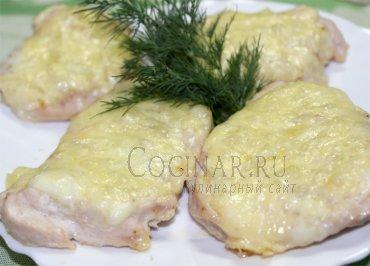 Куриная грудка запеченная под сыром в духовке